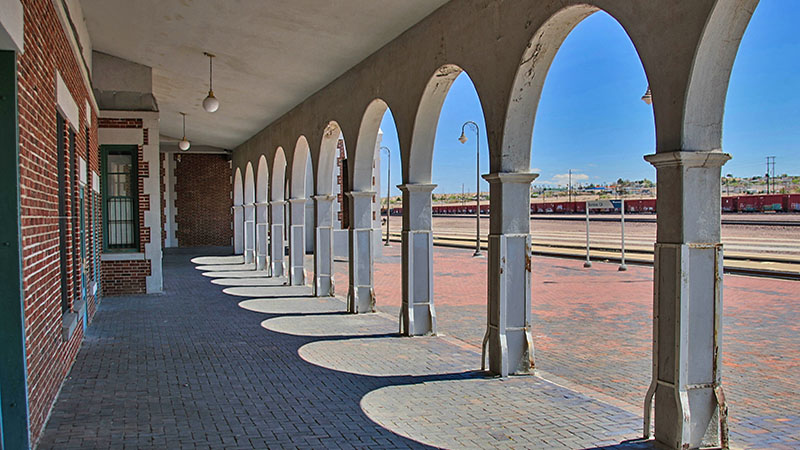 Looking at the platforms thru the arches