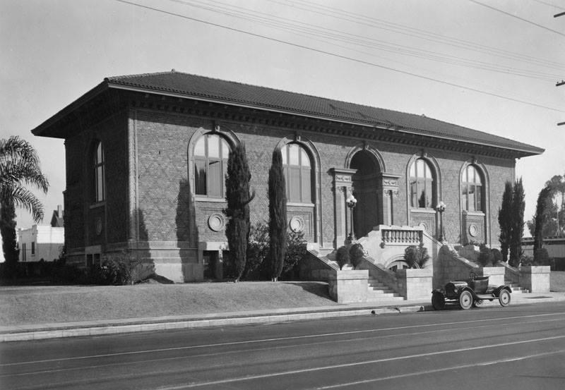 Cahuenga Branch Library